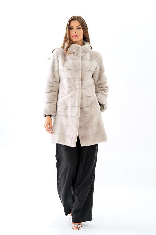 Cappottino visone ghiaccio orizzontale | Nicola Pelliccerie
