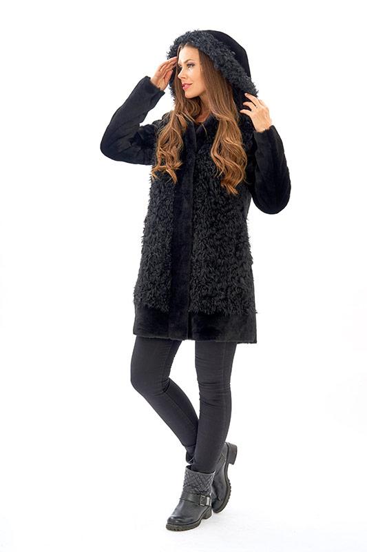 Giacca pelliccia cappuccio shearling nero riccioluto | Nicola Pelliccerie