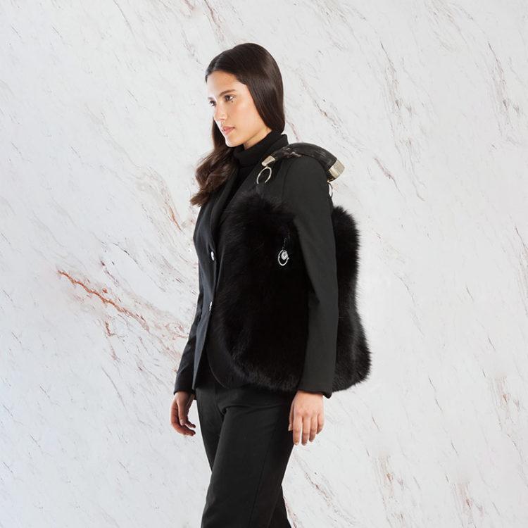 Borsa pelle pelliccia grande a spalla tracolla nera con corno | Nicola Pelliccerie