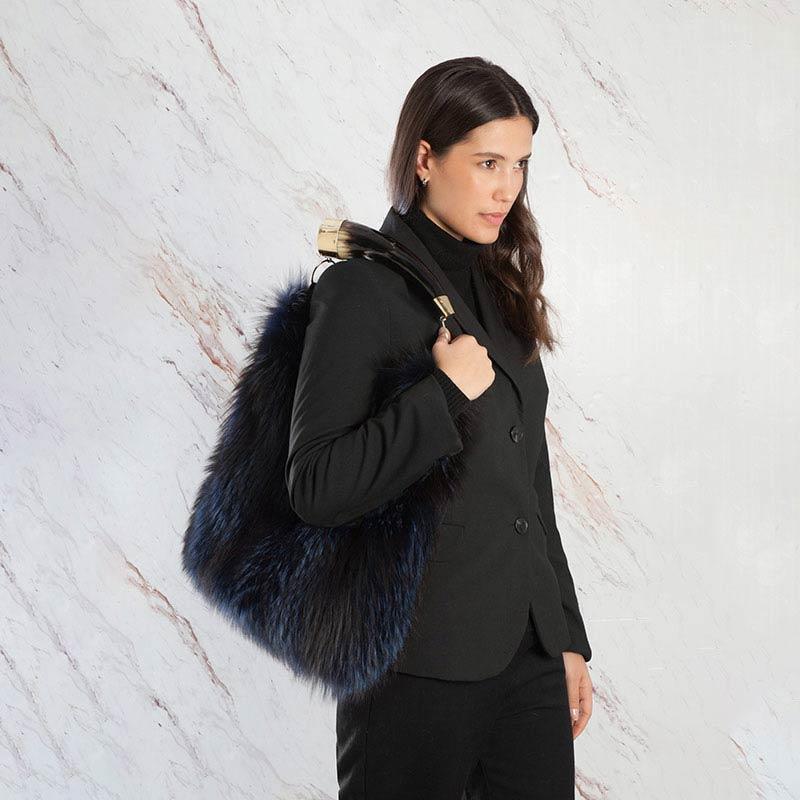Borsa pelliccia a spalla blu pelle secchiello volpe con corno | Nicola Pelliccerie