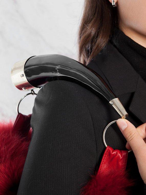 Borsa pelliccia a spalla mano rossa grande pelle con corno | Nicola Pelliccerie