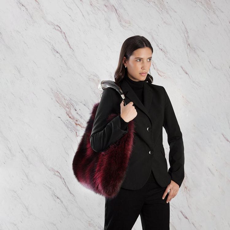 Borsa pelliccia a spalla rossa con corno fox natural horn | Nicola Pelliccerie