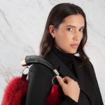 Borsa pelliccia a spalla secchiello italiana colorata con corno | Nicola Pelliccerie