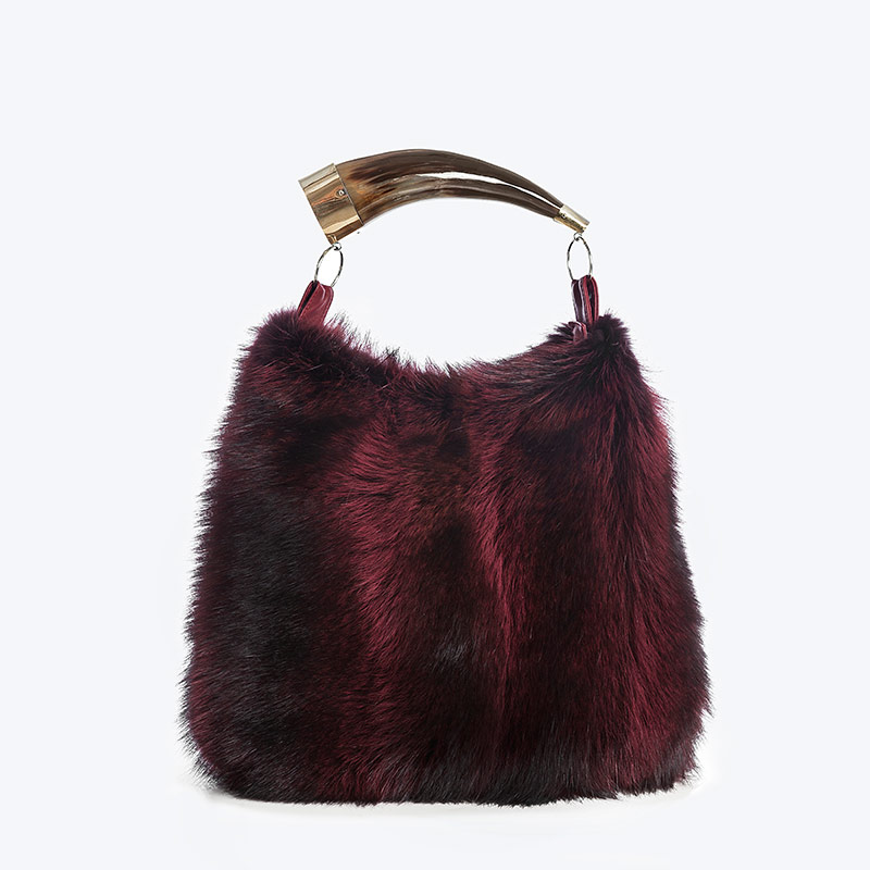 Borsa pelliccia rossa con corno naturale | Nicola Pelliccerie