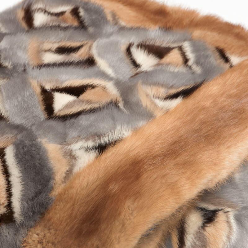 Coperta pelliccia beige 135x135 cm montagna bianca | Nicola Pelliccerie