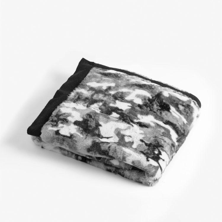 Coperta pelliccia rex lapin nera bianca militare cachemire naturale | Nicola Pelliccerie