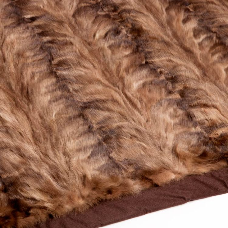 Copridivano pelliccia pelle naturale casa lusso chalet montagna baita | Nicola Pelliccerie