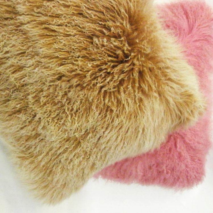 Cuscini pelliccia capra divano letto | Nicola Pelliccerie